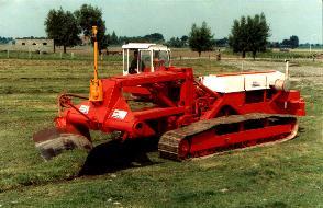 De eerste machine in Nederland welke aan de eisen   van de landinrichting voldeed (1983)